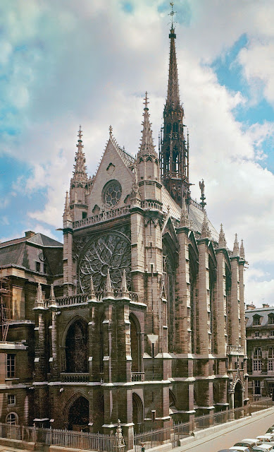 Exterior view of the Sainte Chapelle. Facade and right side.Image send to Ryan Jensen (Transaction : 632549667669843750)© Scala / Art Resource, NY / Art Resource