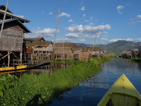 Locuinte lacustre pe Inle Lake