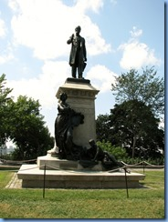 6190 Ottawa - Parliament Buildings grounds - statue of Alexander Mackenzie