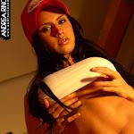 Andrea Rincon, Selena Spice Galeria 56 : Camiseta Blanca, Gorra y Tanga Roja – AndreaRincon.com Foto 15