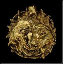 an_etruscan_gold_lion_head_pendant_circa_5th_century_bc_d5358446h