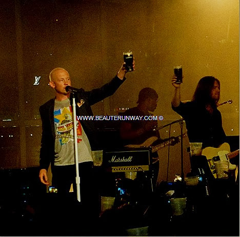 THE FRAY GUINNESS ARTHUR'S DAY CONCERT Isaac Slade Joe King Dave Welsh Ben Wysocki PINT PARTY SINGAPORE FANS BOLD NIGHT OUT glass shaped party arena Boldest Busker Cheers to Arthur Promontory Marina Bay