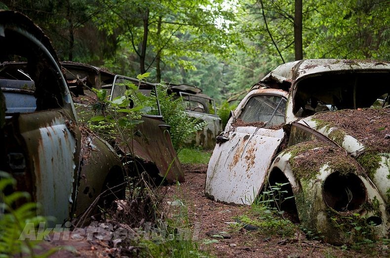 chatillon-car-graveyard-4