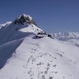 薬師岳頂上から振り返る ルートではロープ出さなかったけど ここの雪壁10mロープを出した