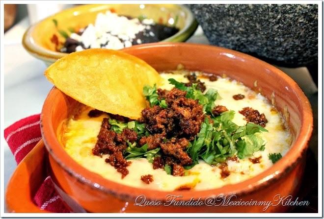 Queso Fundido con chorizo | Auténticas recetas de comida mexicana