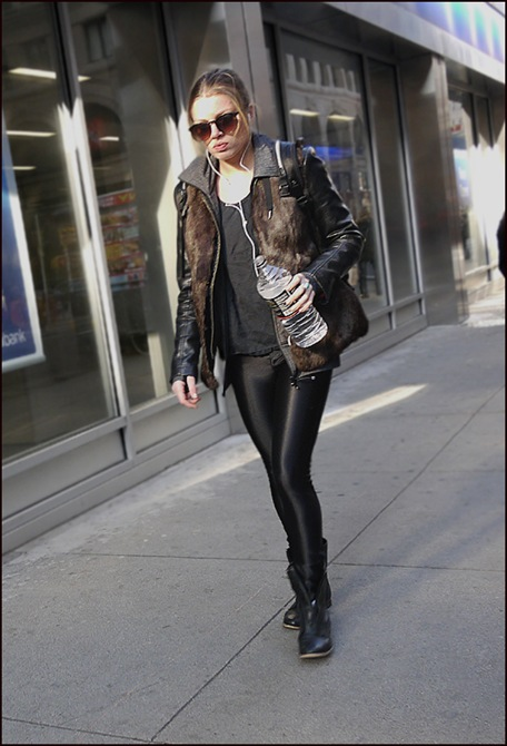 w shinny leggings leather jacket fur vest  ol