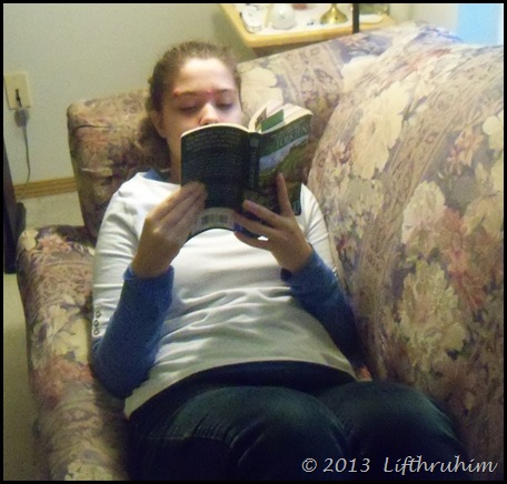 Turtlegir reading the Hobbit