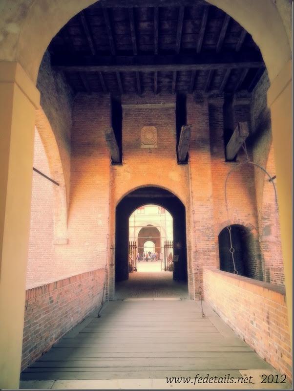 Castello Estense ( entrata nord, ponte levatoio ), Ferrara, Emilia Romagna, Italia - Estense Castle ( north entrance, drawbridge ), Ferrara, Emilia Romagna, Italy - Property and all Copyrights of www.fedetails.net