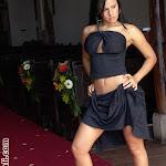 Andrea Rincon – Selena Spice Vestido Negro Foto 5