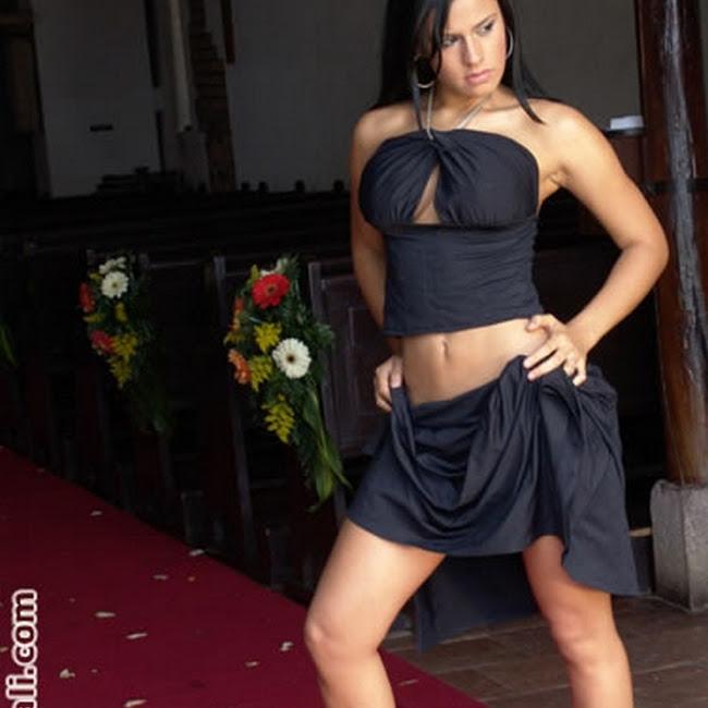 Andrea Rincon Vestido Negro Falda Foto 5