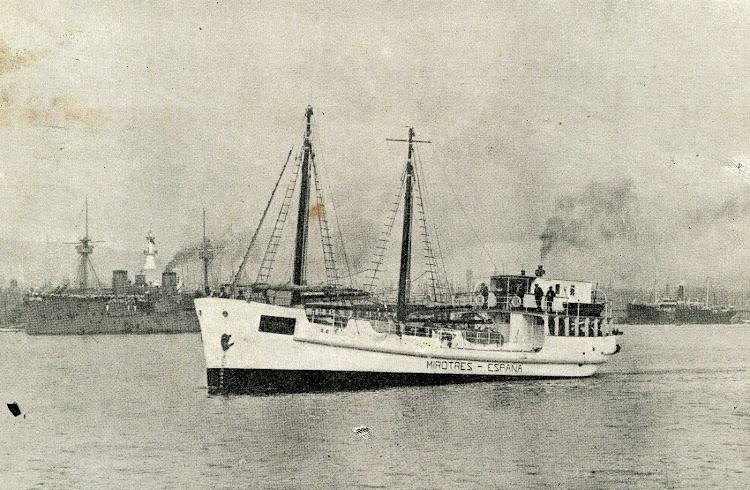 El MIROTRES navegando por el puerto de Barcelona. Revista Catalunya Maritima. Año 1.919.JPG