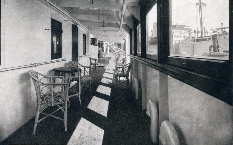 El GENERAL SANJURJO. Vista de los cerramientos con ventanales y la cubierta de paseo correspondiente. De la Memoria de la Compañía Trasmediterránea. Año 1.928.jpg