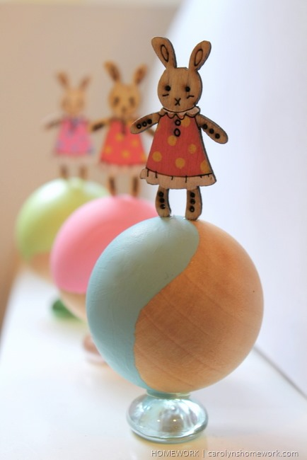 Easter Bunny Kid's Table Decor via homework | carolynshomework.com