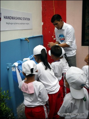 Led by Tonipet children from Sitio Una showed us the proper handwashing technique with soap