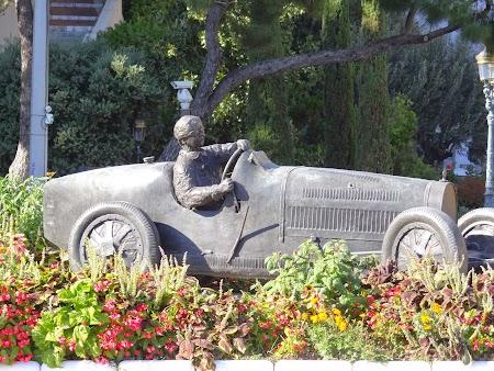 13. Statuie automobilist.JPG
