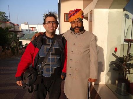 01. Portarul de la Country Inn Jaipur.JPG