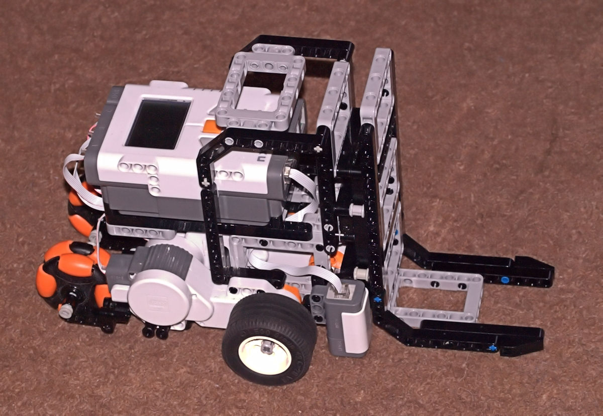 Camera Lego Nxt : Lego mindstorms nxt forklift mark ii follows line