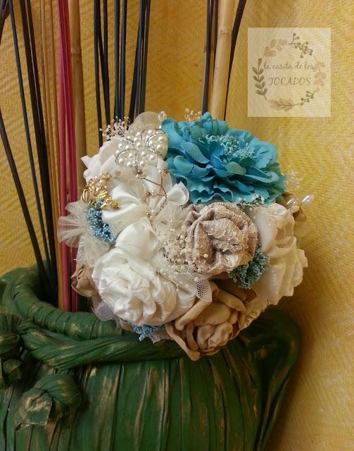 ramo tipo bouquet en tonos pastel, estilo vintage, artesanal y personalizado
