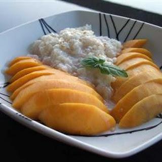 Thai Sweet Sticky Rice With Mango (Khao Neeo Mamuang).