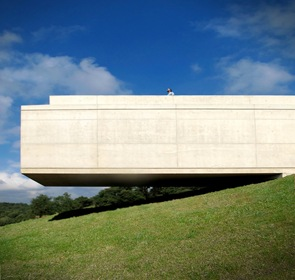 arquitectura voladiza en hormigon