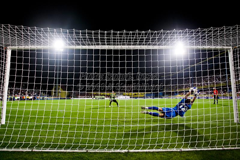 Razvan Plesca apara penalty-ul decisiv executat de Elkin Soto de la FSV Mainz 05 si duce Gaz Metanul in playoff-ul Europa League. Meciul dintre Gaz Metan Medias si FSV Mainz 05 s-a disputat pe stadionul Municipal Gaz Metan din Medias in data de 5 august 2011.