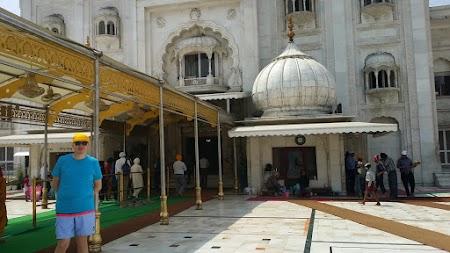 02. Gurudwara Bangla Sahib Delhi.jpg