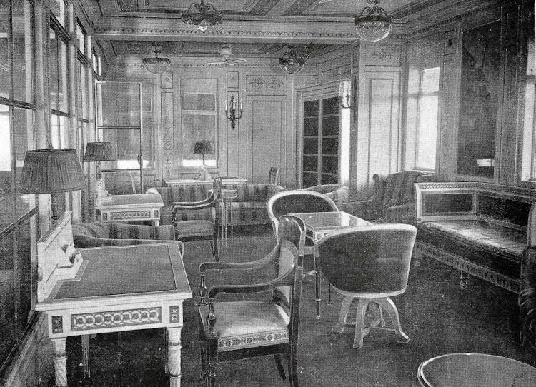El CRISTOBAL COLON. Biblioteca. . Foto del LIBRO DE INFORMACIÓN PARA EL PASAJERO. COMPAÑÍA TRASATLANTICA DE BARCELONA. AÑO 1923.jpg