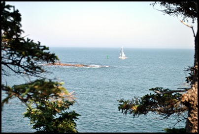 02l5 - Hiking Ocean Path -  Sailboat