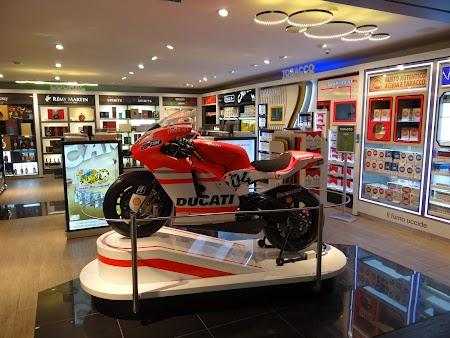 30. Motocicleta Ducati.JPG