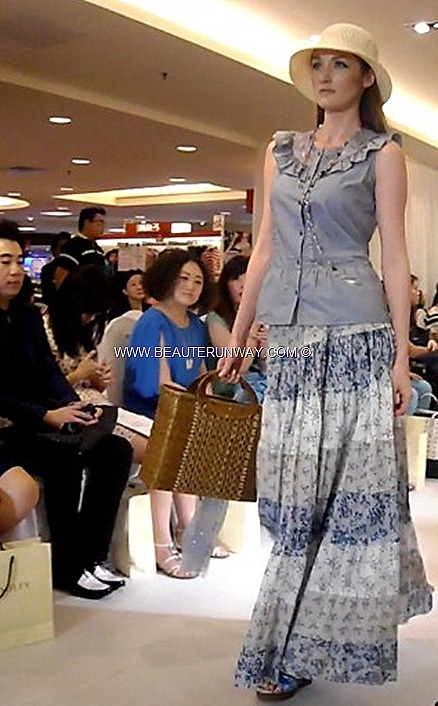 Malaysia duty free World Shopping Paradise Bukit Bintang Kuala Lumpur City Centre BKKLCC Shopping District is Kuala Lumpur most prominent shopping belt prime shopping malls new pedestrian bridge connecting KLCC to Bukit Bintang