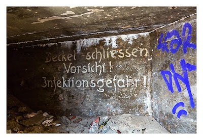 Atlantikwall - Stp Adolf - Toilettenbunker von Innen