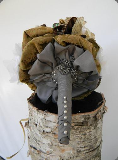 Brooch bouquet (1) fantasy floral