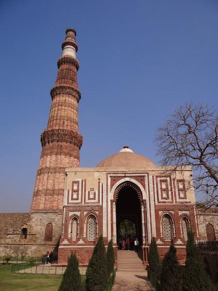 06. Minaretul Qutb Minar.JPG
