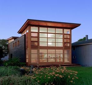 Casa-moderna-con-fachada-de-madera