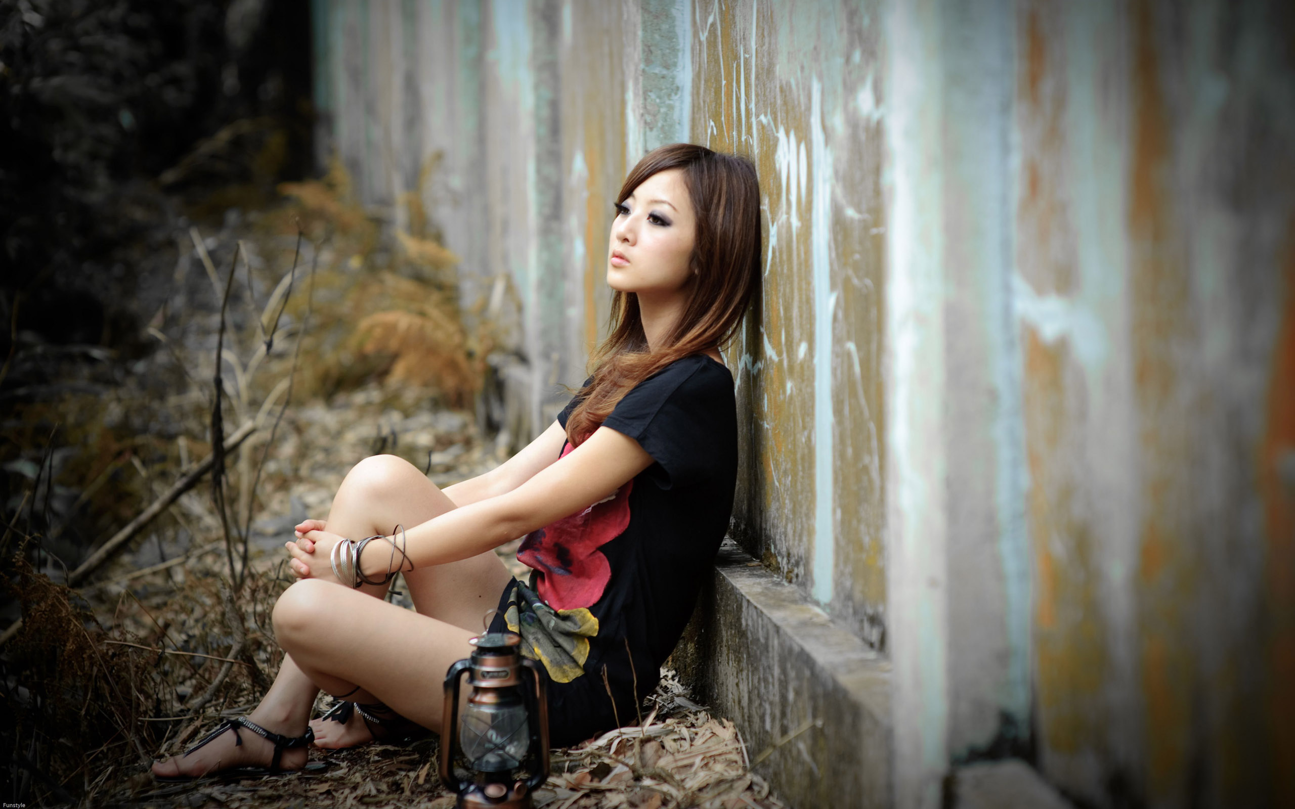 Sad Alone Girl Sitting Wallpapers - Hd Wallpapers-2225