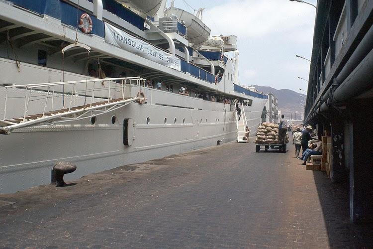 El MONTE UMBE saliendo de Las Palmas. Foto Flickr. Aljw 1´s Photostream.jpg