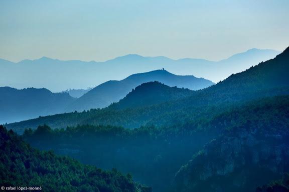 Vall del riu Brugent. Al fons, la torre d'en Petrol. Muntanyes de Prades.Mont-ral, Alt Camp, Tarragona