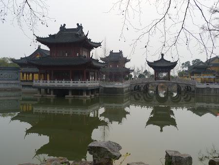Obiective turistice Zhenjiang: Temple Jiao Hill