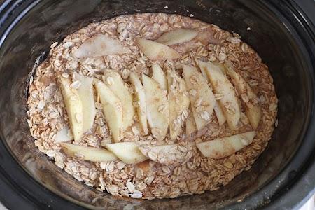 {Slow Cooker} Gingerbread Apple Oatmeal.JPG