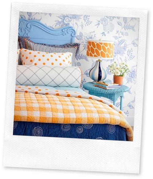 Azul e laranjado no quarto