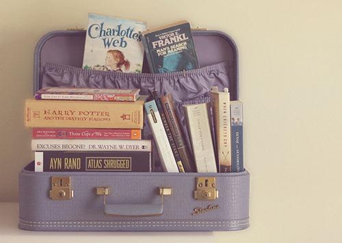 Livros guardados em malas