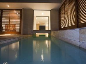 piscina casa minimalista