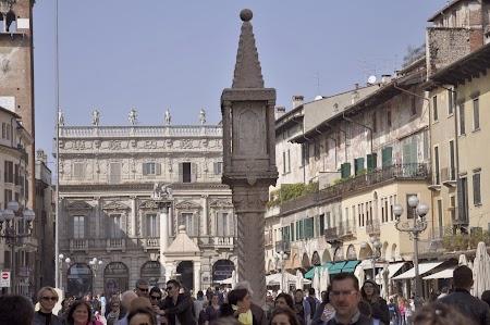 04. Piazza delle Erbe.JPG