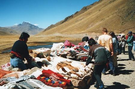 02. Haine de lana in Peru.jpg