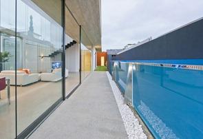 diseño-de-piscina-de-cristal