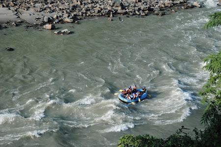 Imagini Nepal: rafting pe Trisuli