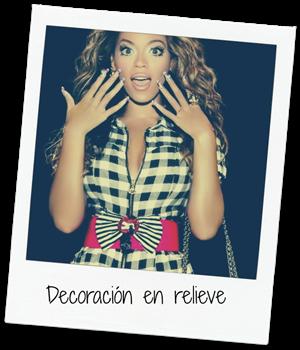 Beyonce luciendo diseño de uñas