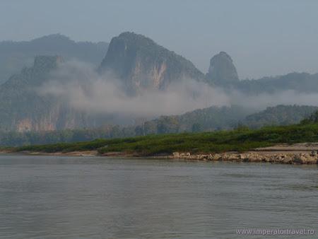 Imagini Laos: se ridica ceata