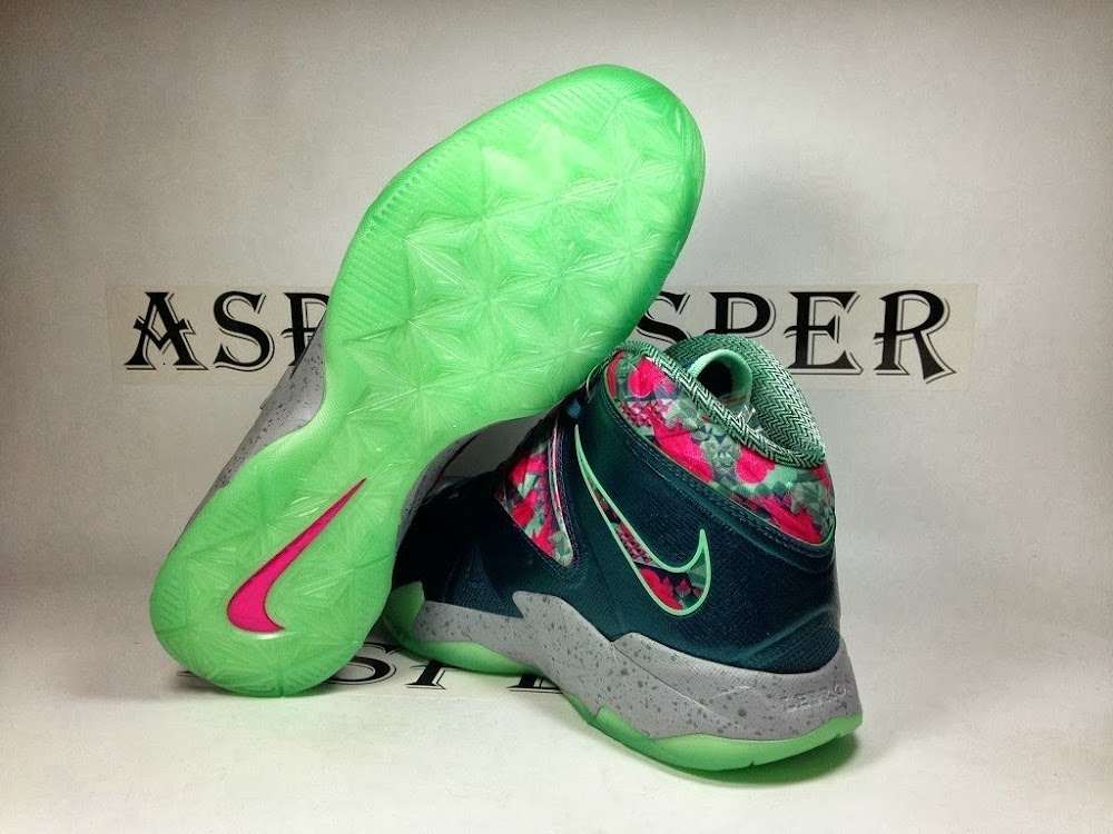 16c59181e57a3 ... NIKE SOLDIER VII 7 Pink amp Green Glow with GITD Outsole ...