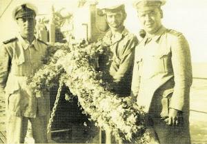 6 de julio, los buques participantes se acercaron al lugar de la tragedia y lanzaron coronas de flores. Foto colección Diego Quevedo Carmona. Del libro LOS SUBMARINOS ESPAÑOLES